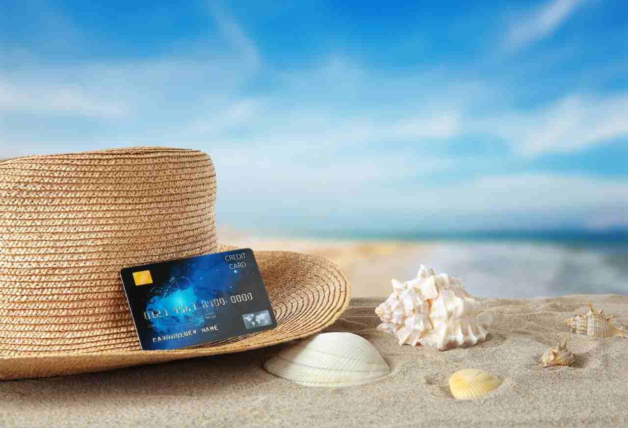 Carte prepagate, quali scegliere prima delle vacanze all'estero (foto Adobe stock)