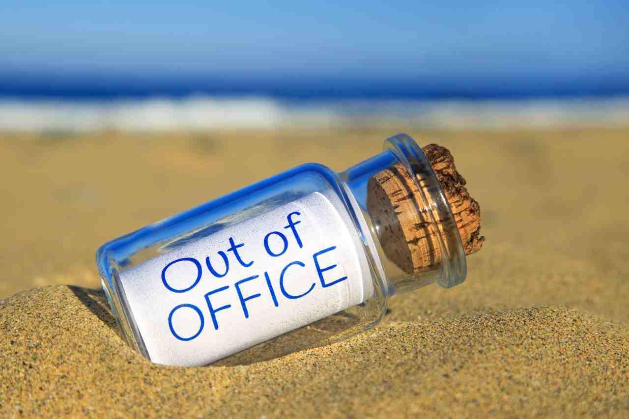 Cosa fare se si prende il covid in vacanza durante le ferie (foto Adobestok)