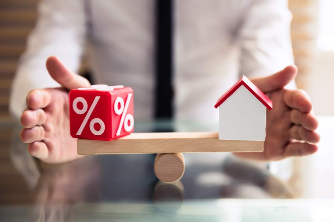 Mutui, stangata in arrivo (foto Adobestock)