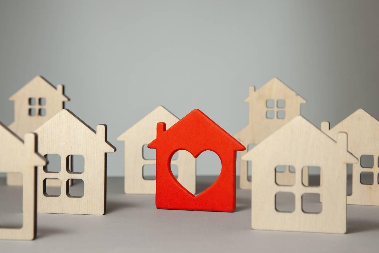 Oggi conviene ancora investire sulla casa? (foto Adobestock)