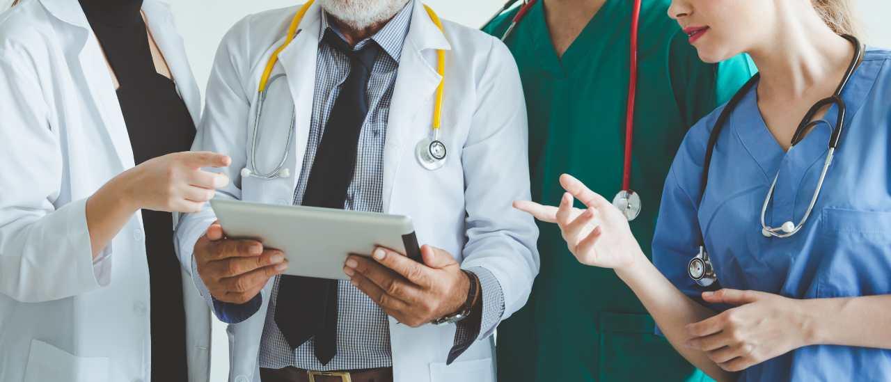 30mila nuovi posti per le professioni sanitarie (foto Adobestock)