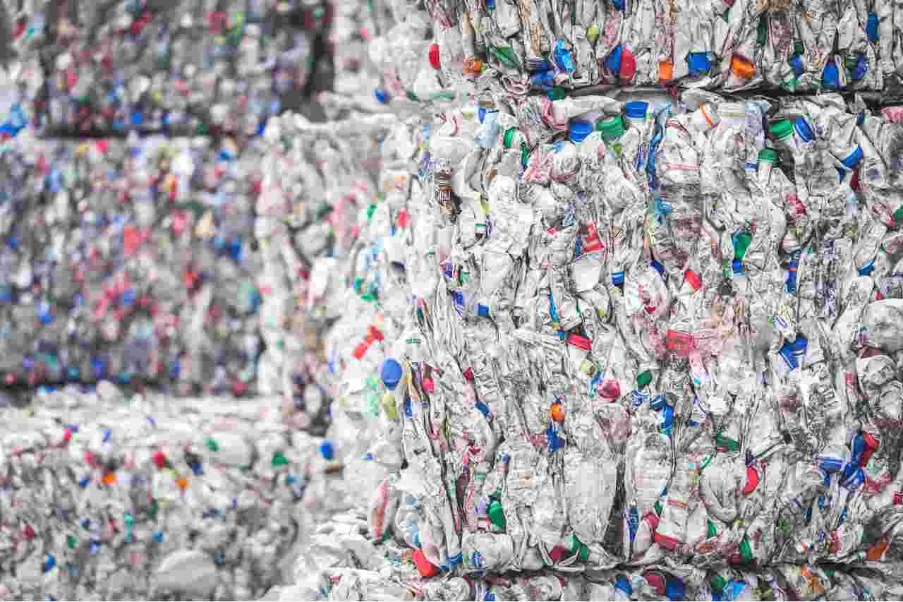 Stop alla plastica monouso sul territorio europeo (Adobestock)
