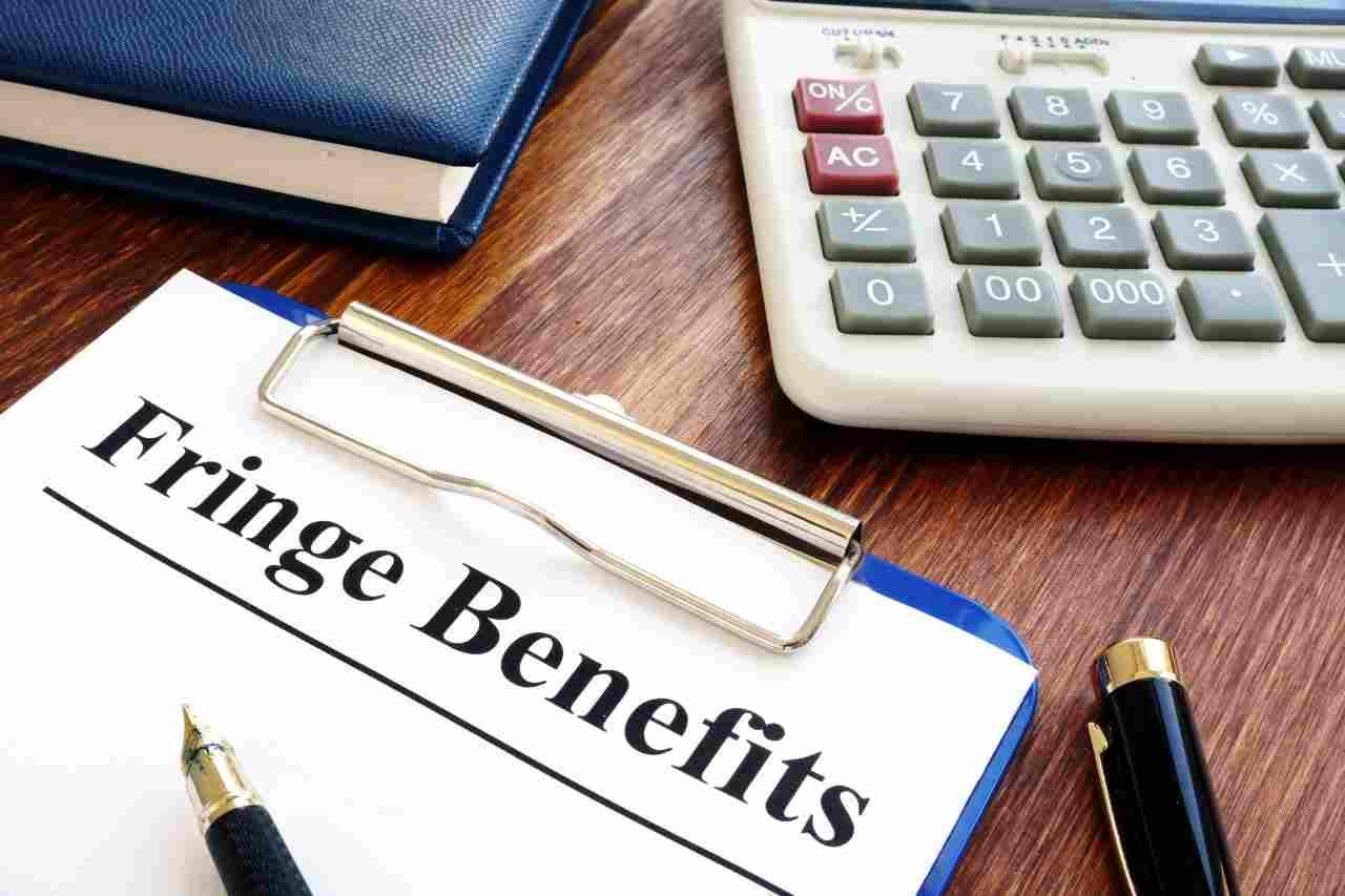 Cosa sono i fringe benefits (foto Adobestock)