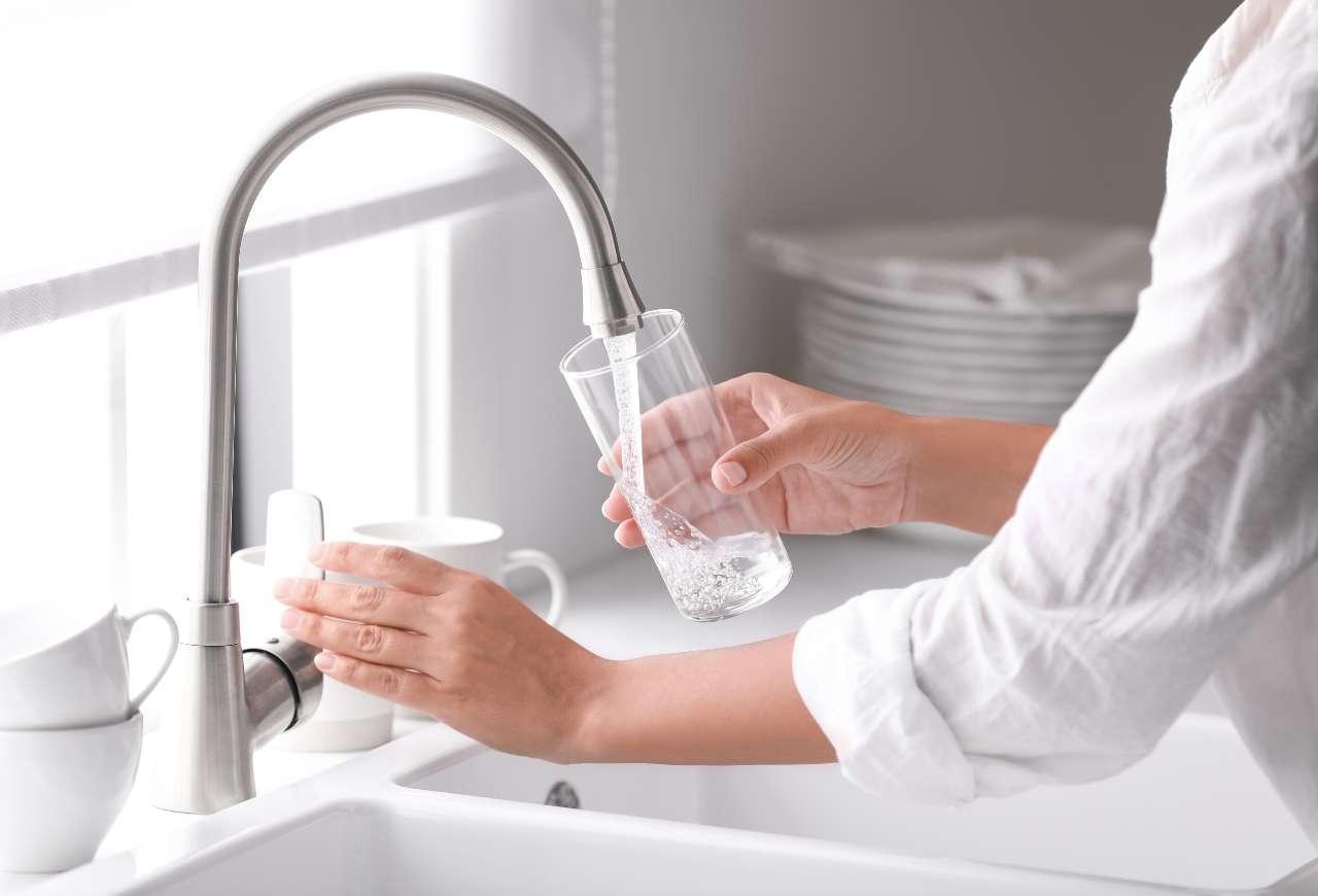 Bolletta acqua (foto Adobestock)