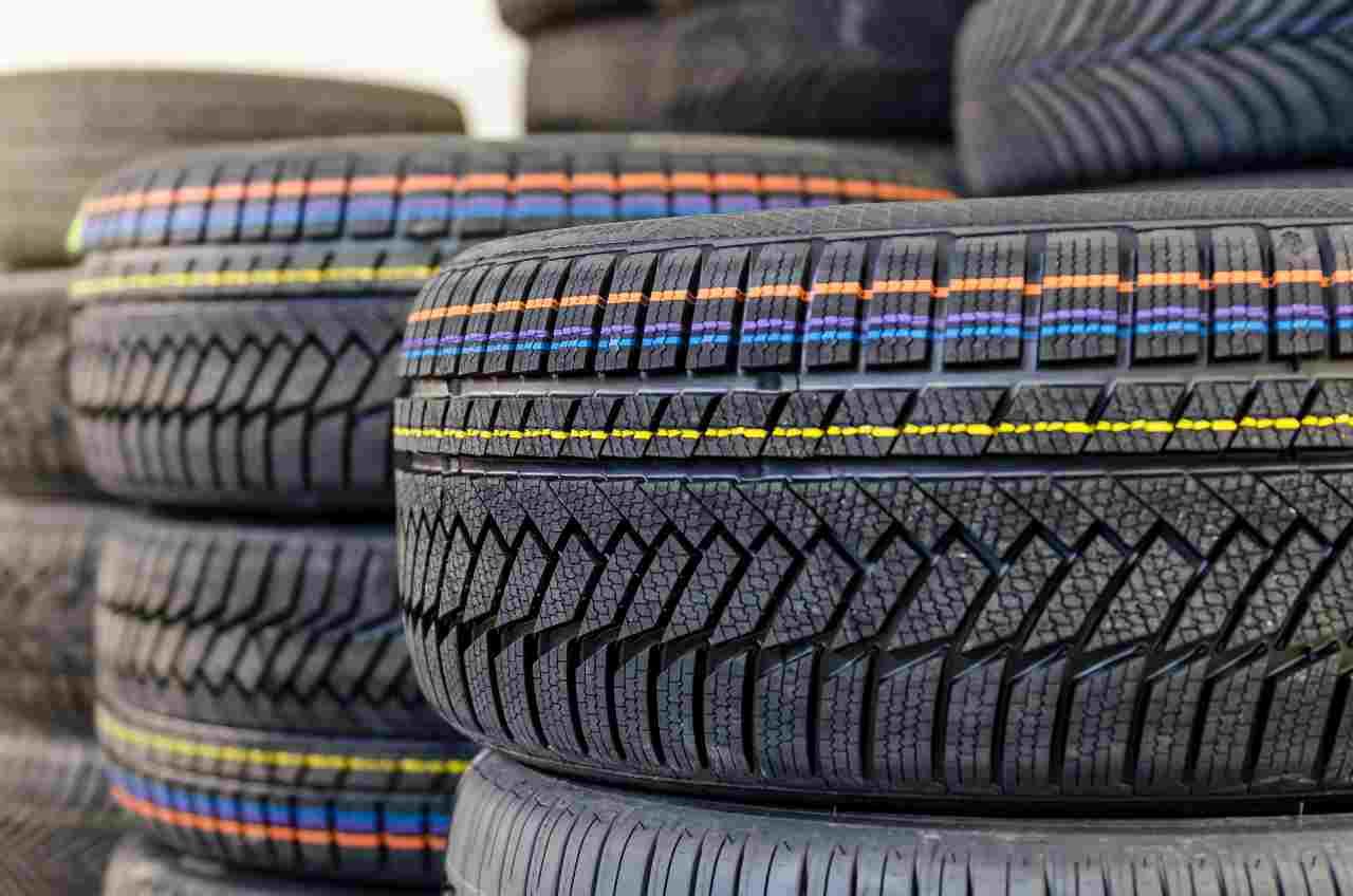 Cambio gomme invernale (foto Adobestock)