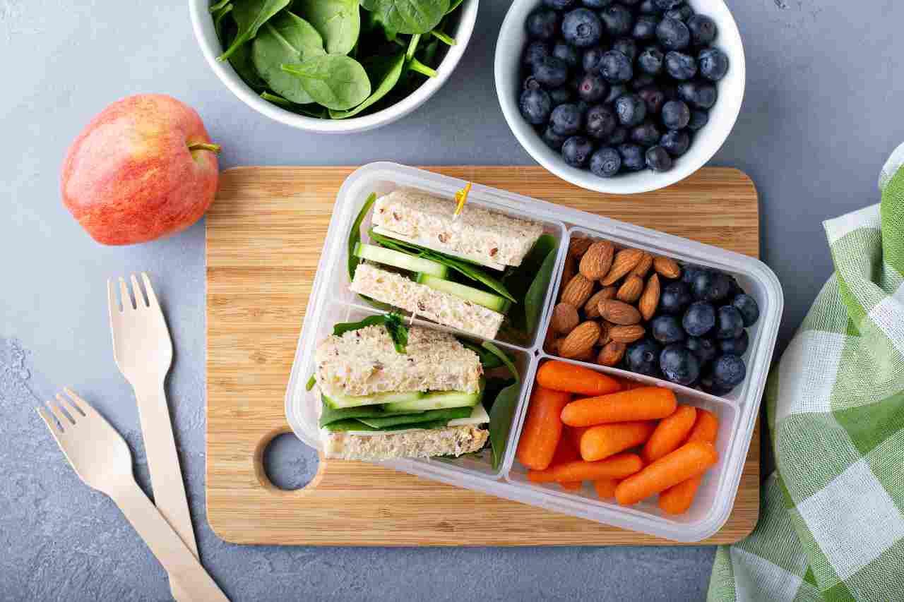 Come risparmiare ai pasti (Foto Adobestock)