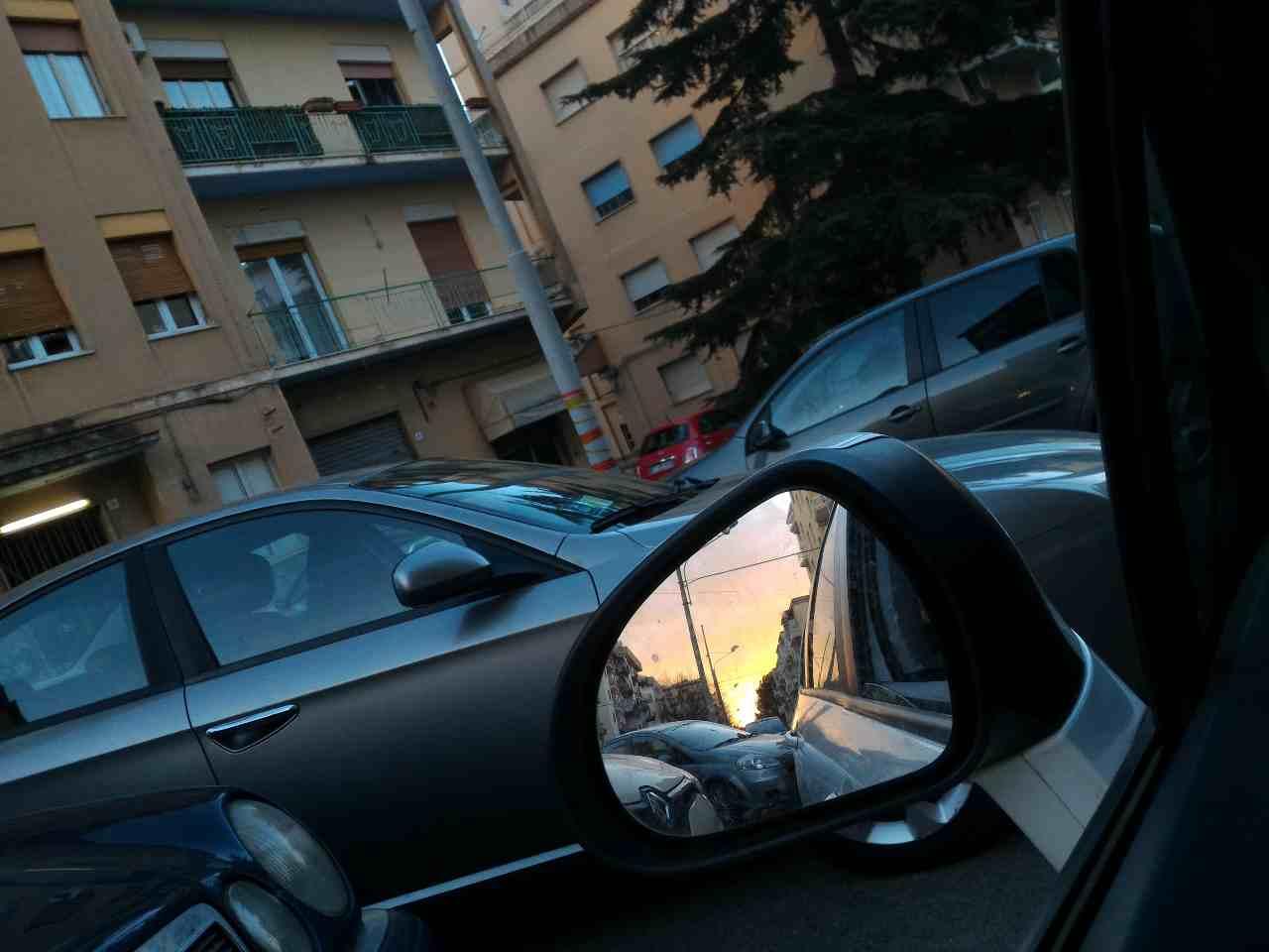 specchietto retrovisore (foto Adobestock)