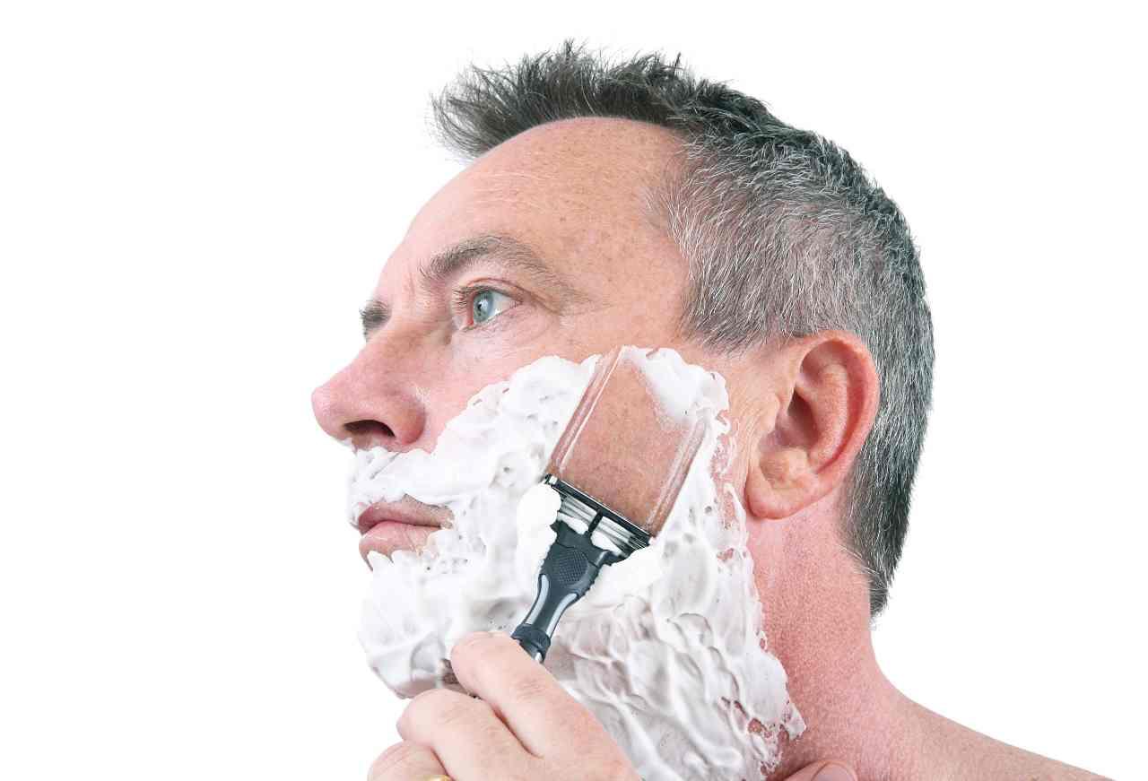 Schiuma da barba (foto Adobestock)
